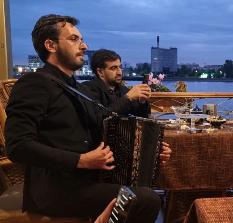 """Музыкальная импровизация в ресторане """"Невская Жемчужина"""""""
